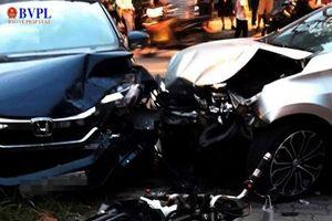 Tông vào nam sinh 14 tuổi, ô tô gây tai nạn liên hoàn
