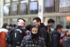 Chùm ảnh: Người Hà Nội co ro trong giá lạnh về quê nghỉ Tết Dương lịch