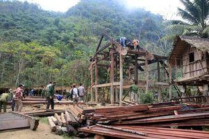 Nghệ An: Bản làng chung tay di dời nhà để đón Tết, tránh nguy cơ lũ quét