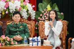 Mỹ Linh, Huyền My xinh đẹp nổi bật giữa các học viên lục quân