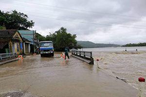Nước dâng cao, nhiều nơi ở Phú Yên bị chia cắt