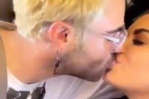Ca sĩ Demi Lovato 'khóa môi' bạn trai mới