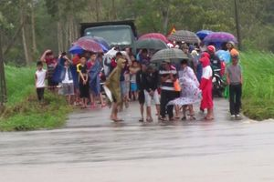 Phú Yên: Một người bị nước lũ nhấn chìm, di dời khẩn cấp hơn 900 người
