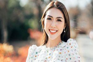 'Đụng hàng' Hồ Ngọc Hà, Hoa hậu Tường Linh vẫn tự tin nhận giải thưởng ở Hàn Quốc
