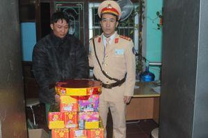 Bắc Giang: Bắt đối tượng vận chuyển lậu 16 bệ pháo hoa và 34kg pháo