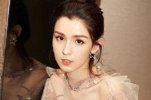 Đối thủ nhan sắc của Địch Lệ Nhiệt Ba - Cáp Ni Khắc Tư mang vẻ đẹp tựa như tiên nữ trong Gala cuối năm