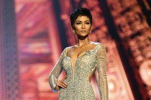 Những bộ cánh thời trang ấn tượng thế giới của người đẹp Việt
