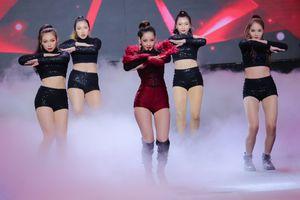 Trình diễn chớp nhoáng ở chung kết The Face, Chi Pu vẫn gây tranh cãi