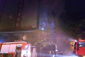 'Bà hỏa' hoành hành quán karaoke King Club trong đêm mưa rét