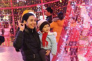 Người dân Đà Nẵng rộn ràng xuống đường đón năm mới
