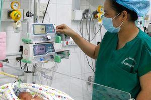 Những em bé sinh non được bác sĩ cứu sống trong năm 2018 khiến nhiều người xúc động