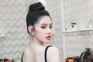 Hoa hậu 'con nhà giàu' diện đầm cắt xẻ khoe lưng trần sexy