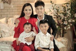 3 ông bố dượng showbiz Việt cưng chiều hết mực con riêng của vợ