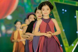 Hơn 200 mẫu nhí diễn thời trang ủng hộ trẻ em nghèo