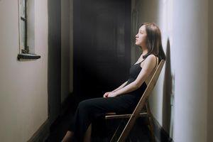 Chồng ôm bồ trong tay vẫn muốn được vợ tha thứ: Có đáng mặt đàn ông?