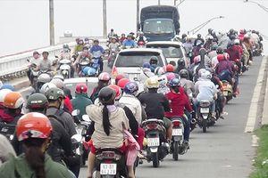 Hết kỳ nghỉ Tết Dương lịch, 'cửa ngõ' vào TPHCM đều ken đặc xe