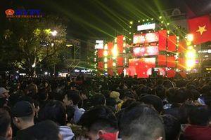 Người dân Hà Nội đón năm 2019 tại 'đại tiệc' Countdown