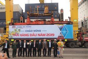 Tấn hàng đầu tiên năm 2019 cập cảng Đà Nẵng