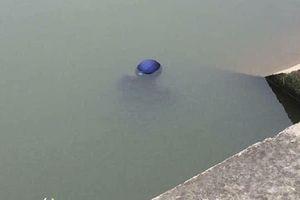 Làm ca đêm về, người đàn ông tử vong cùng xe máy dưới sông