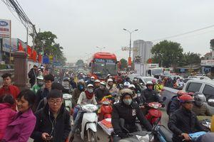 'Cửa ngõ' Hà Nội tê liệt ngày cuối kỳ nghỉ Tết Dương lịch