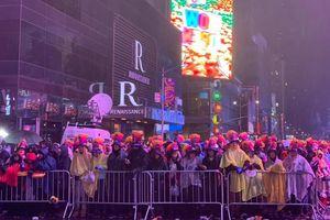 Không khí chào đón năm mới ở Quảng trường Thời đại, New York (Mỹ)