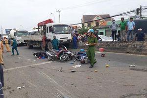 Tai nạn thảm khốc ở Long An, xe container đâm hàng chục xe máy chờ đèn đỏ