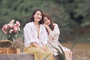 Hai hot girl nổi tiếng Thái Lan trông trái dấu vẫn chơi thân với nhau