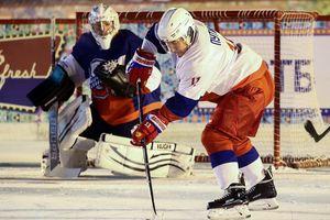Tổng thống Putin ghi bàn trong trận đấu hockey tại Moscow