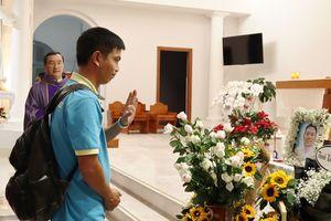 Đồng nghiệp tưởng nhớ hướng dẫn viên trẻ tử nạn: 'Ai ngờ khủng bố trúng người Việt!'