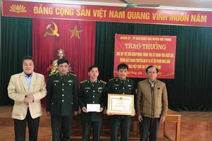 Trao thưởng Ban chuyên án bắt giữ đối tượng người Lào vận chuyển ma túy
