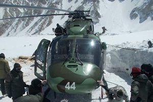 Bị chôn vùi trong tuyết cả năm, trực thăng vẫn bay tốt