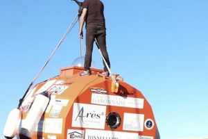 Người đàn ông vượt Đại Tây Dương bằng thùng, không cần chèo, buồm hay động cơ