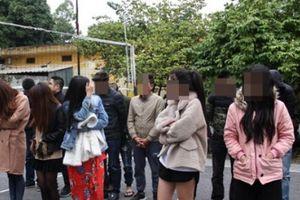 16 nam thanh nữ tú mở 'tiệc ma túy' trong quán karaoke