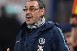 Chelsea 'rối beng', HLV Sarri thừa nhận có bất đồng