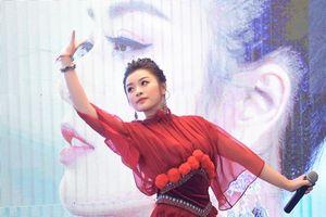 Sao mai Nguyễn Thu Hằng mang 'Xứ sở hạnh phúc' đến mọi nhà qua MV 'Nhà em ở lưng đồi'