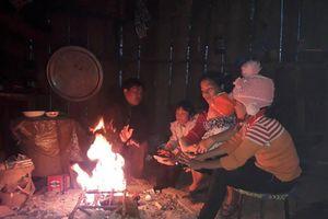 Sơn La: Rét đậm rét hại kéo dài, dân đốt củi lửa sưởi ấm cả ngày