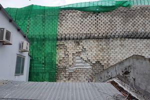Hãi hùng:Tường 'khổng lồ' chắn dự án sắp sập, sơ tán dân khẩn cấp
