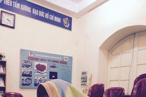 Muôn kiểu chống rét độc đáo của học sinh, sinh viên Việt