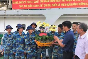 Trao tặng bộ đội Trường Sa hơn 800 chậu hoa phong lan Đà Lạt