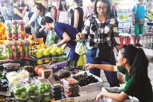 'Cuộc chiến' giữa trái cây trong nước và nhập khẩu
