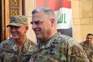 Tham mưu trưởng Lục quân Mỹ bất ngờ thăm Afghanistan, ủng hộ đàm phán với Taliban
