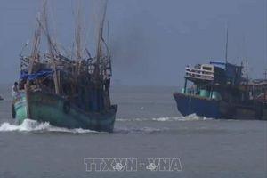 Ảnh hưởng bão số 1: Nhiều tàu thuyền ở đảo Thổ Châu, Phú Quốc bị sóng đánh chìm
