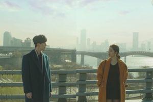 'Touch Your Heart' của Lee Dong Wook và Yoo In Na thả thính 'bự' khi tái hiện lại cảnh quay trong 'Goblin'