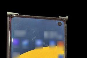 Rò rỉ hình ảnh của Samsung Galaxy S10 với 'màn hình đục lỗ'