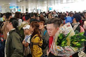 Sân bay Tân Sơn Nhất làm gì để chống quá tải dịp Tết 2019?