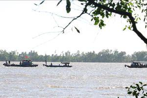 Tìm thấy thi thể 3 nạn nhân vụ chìm sà lan trên sông Tiền