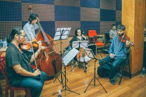 Nhạc sĩ Dương Thụ tận tâm tập luyện cùng dàn nghệ sĩ cho Live Concert 'Đánh Thức Tầm Xuân'
