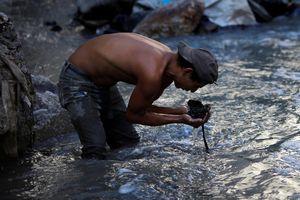 Cuộc sống cơ cực của những người chuyên đi bới rác ở Guatemala