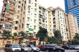 Dân Hà Nội lo lắng về an toàn hành lang chung cư