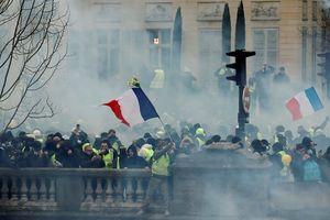 Bạo loạn 'Áo gile vàng': Paris tiếp tục hứng chịu khói lửa và hơi cay
